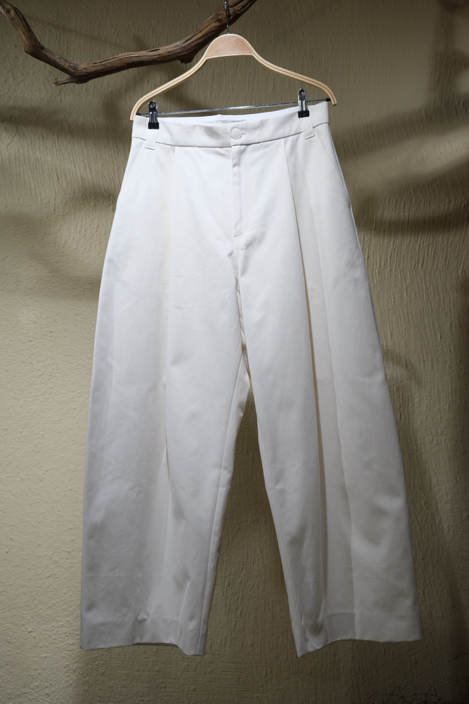 스튜디오 니콜슨 STUDIO NICHOLSON - Sorte Volume Pants - Milk